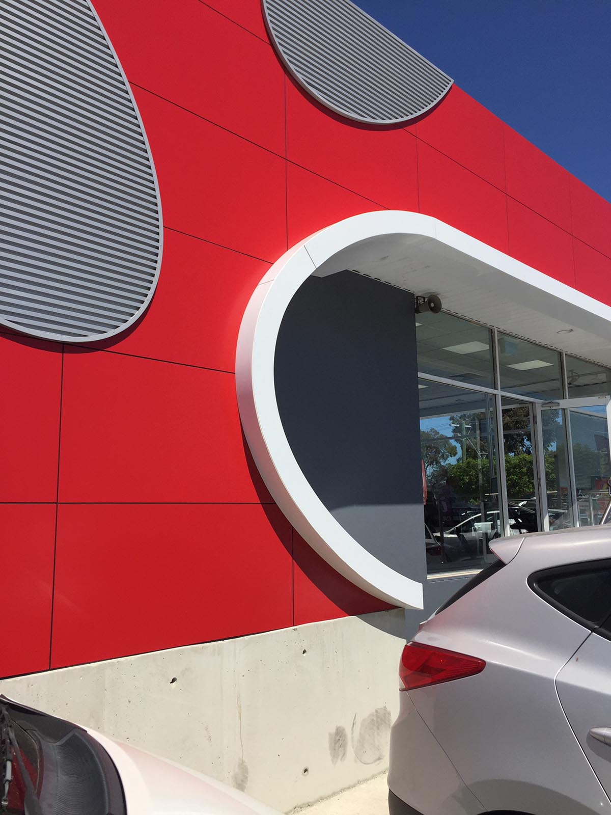 acm cladding at Kia Motors Midland by compac | perth signs