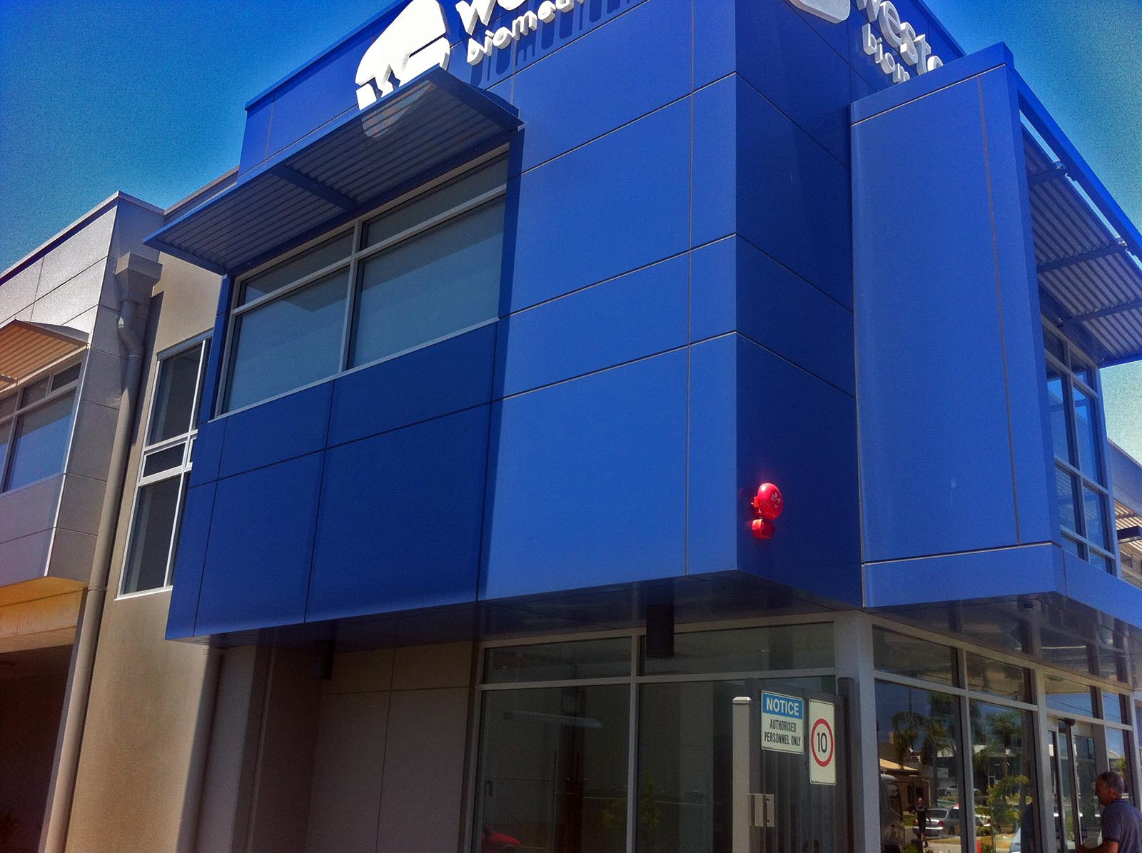 acm cladding at western biomedical osborne park by compac | perth signs